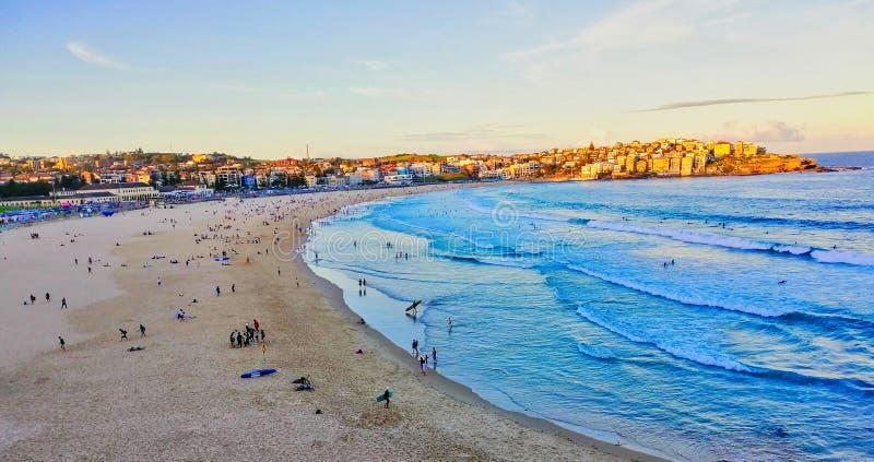 Późne popołudnie jesień na plaży Yellow Sand Bondi, Sydney, NSW, Australia fotografia stock