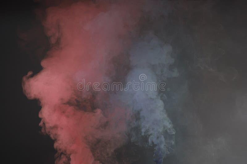 Pó colorido lançado, isolado no fundo preto fotografia de stock royalty free