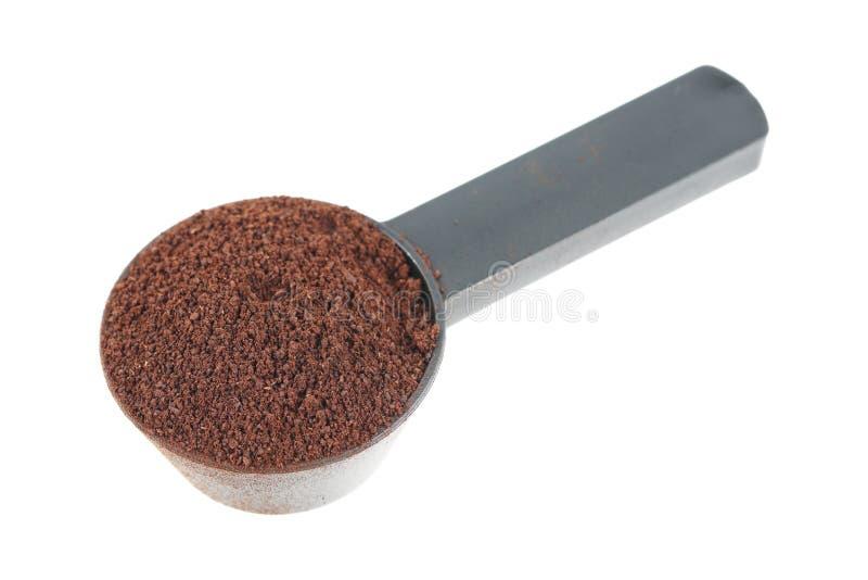 pó do café na colher plástica preta isolada no branco fotografia de stock royalty free