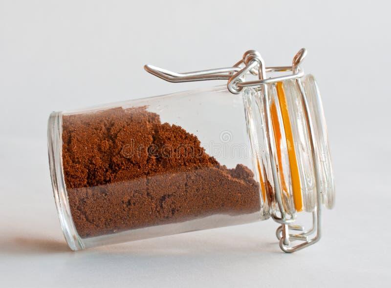 Pó do café no vidro imagens de stock royalty free