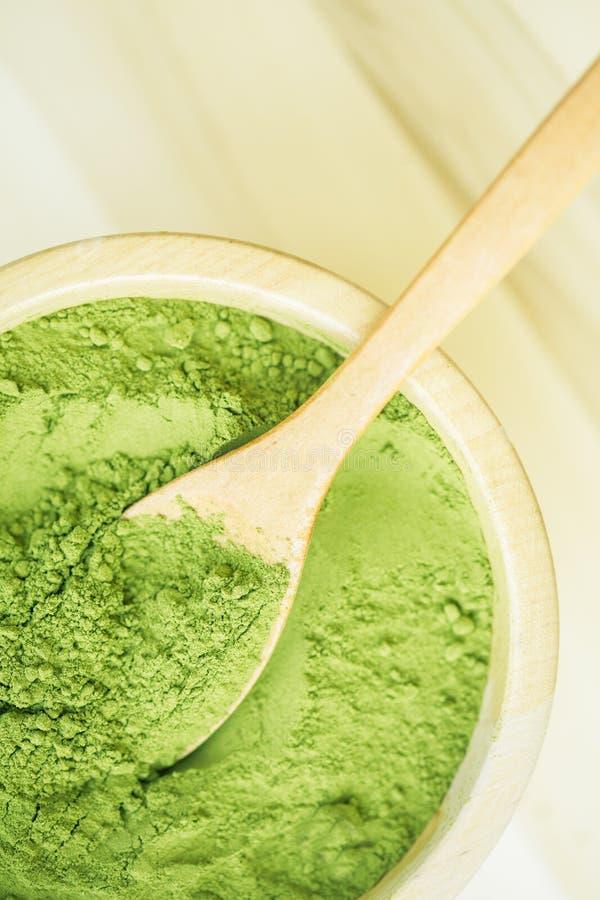 Pó super do verde de Moringa do alimento foto de stock