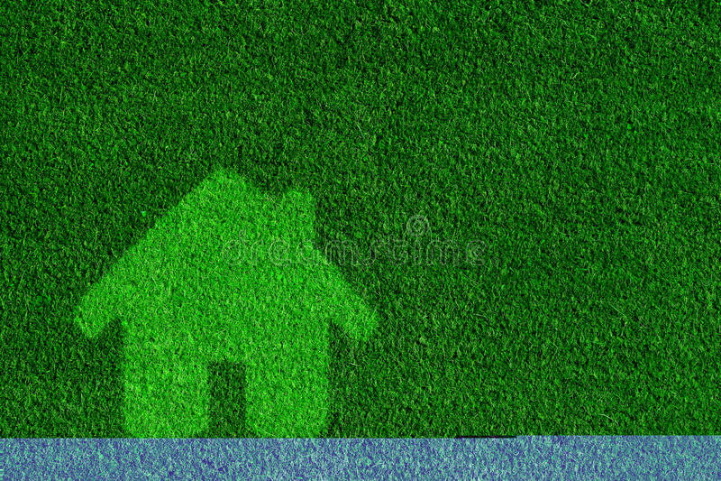 Póngase verde, casa amistosa del eco, concepto de las propiedades inmobiliarias fotografía de archivo libre de regalías