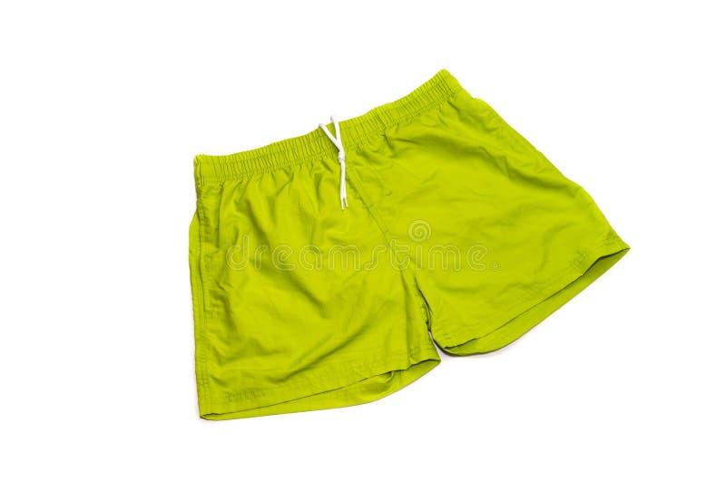Póngase verde, los troncos de natación masculinos en un fondo blanco fotografía de archivo