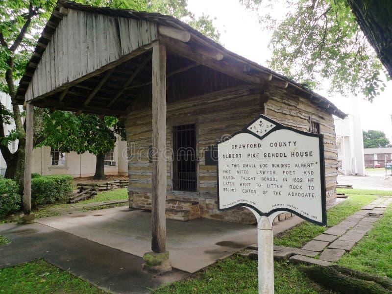 Pórtico de la casa de Crawford County Albert Pike School imagen de archivo libre de regalías