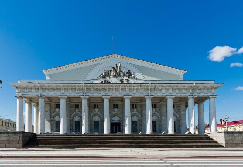 Pórtico de la vieja bolsa de acción de St Petersburg (la bolsa) imagen de archivo libre de regalías
