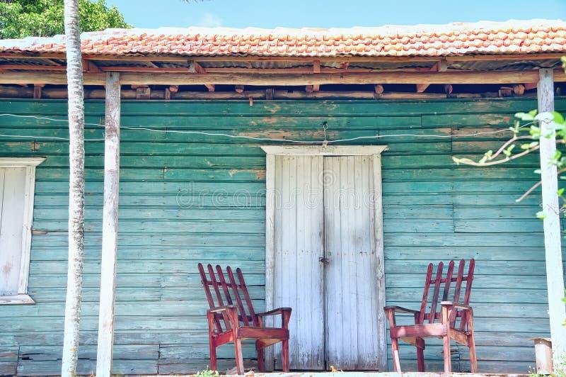 Pórtico de madera de la casa vieja imágenes de archivo libres de regalías