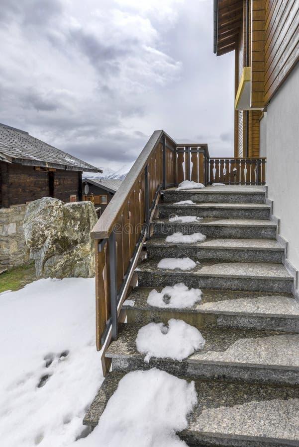 Pórtico en nieve imagen de archivo libre de regalías