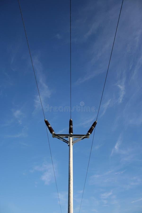 Pôle en bois de l'électricité image stock