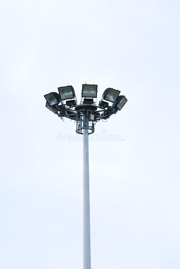 Pôles en acier de projecteur dans le stade photo stock