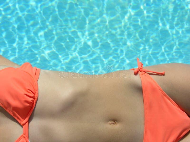 Download Pöl för 2 bikini fotografering för bildbyråer. Bild av naket - 500557