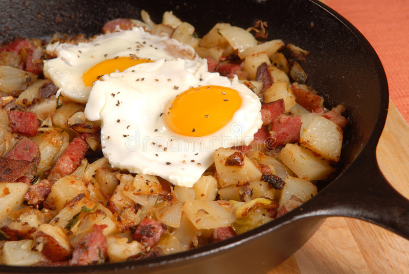 pölsa för ägg för nötköttfrukost konserverad royaltyfri foto