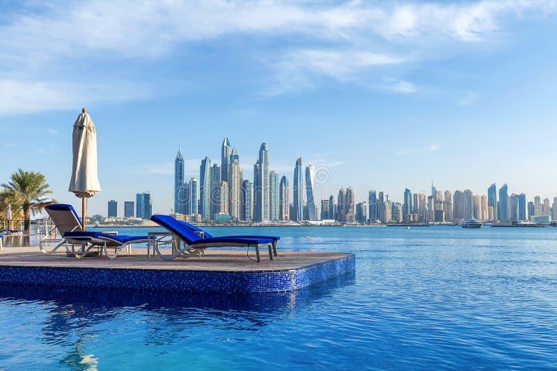 Pölsikt till den Dubai marina royaltyfri bild