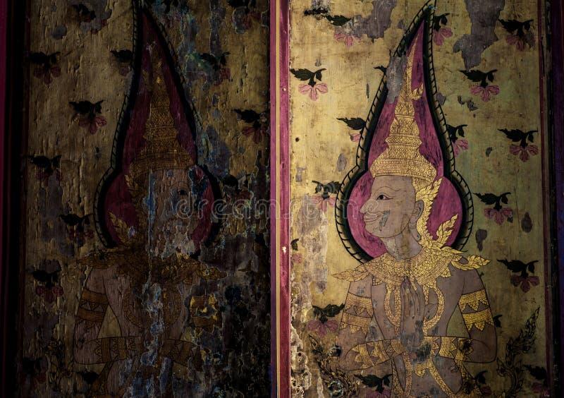 Público da pintura no templo da porta em Banguecoque foto de stock royalty free