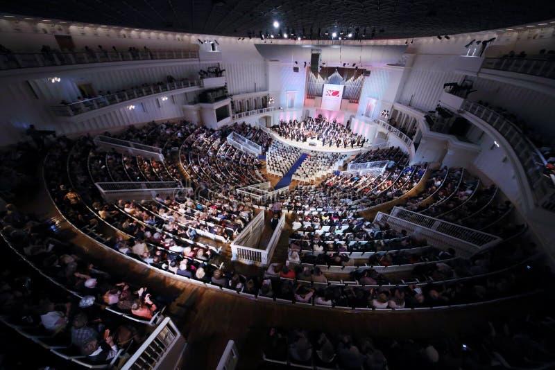 Público en IV el festival magnífico de la orquesta nacional rusa imagen de archivo