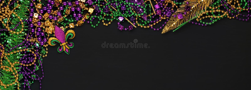 Púrpura, oro, y gotas y decoraciones verdes de Mardi Gras fotografía de archivo