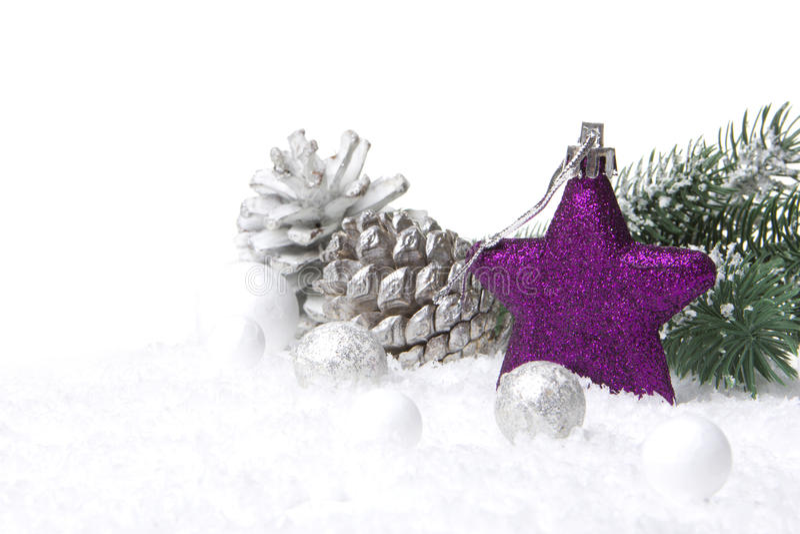 Púrpura y blanco de la decoración de la Navidad fotografía de archivo