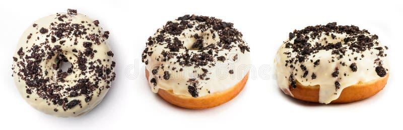 Pączek z białą śmietanką i czekoladą odizolowywającymi na białym tle, Widok od trzy różnych kątów obraz stock