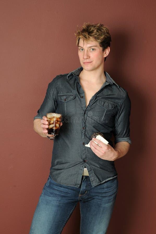 pączka napoju mężczyzna miękkiej części potomstwa zdjęcia stock