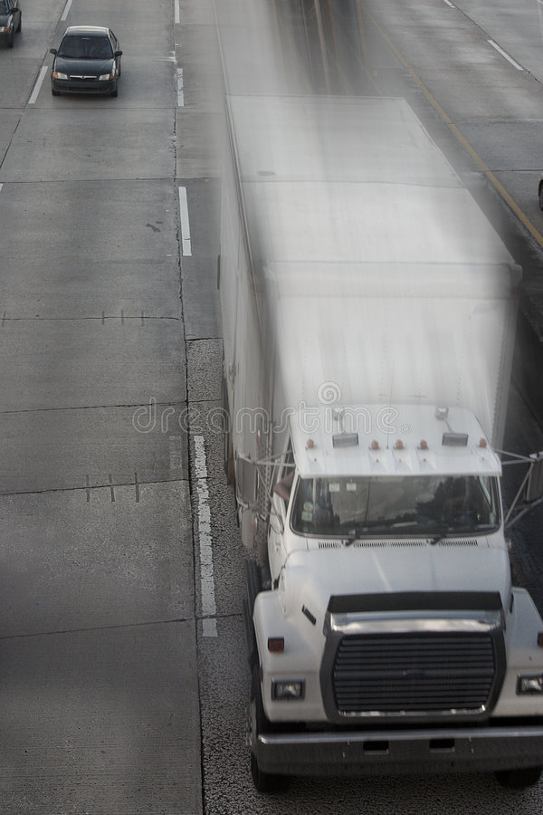 - pędząca ciężarówka