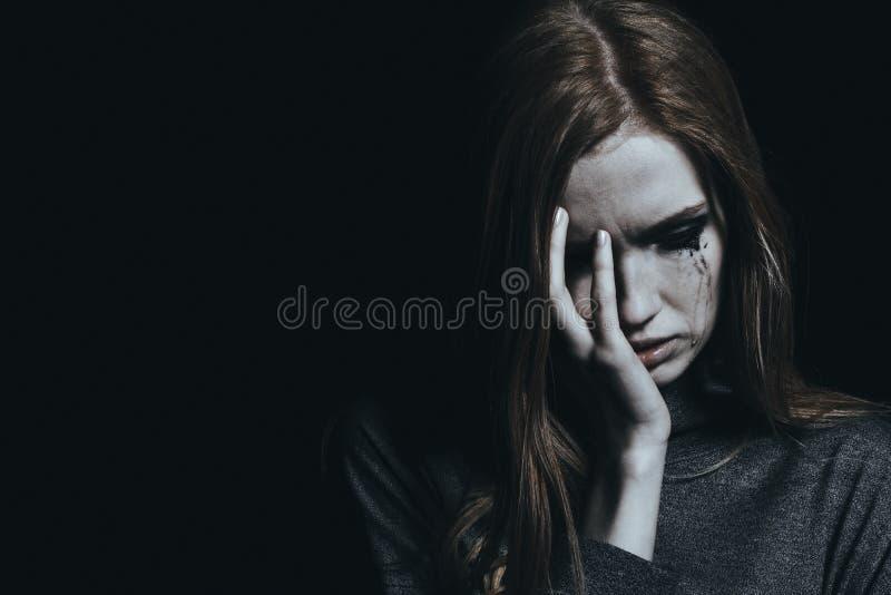 Płacz młoda dziewczyna z depresją obraz stock