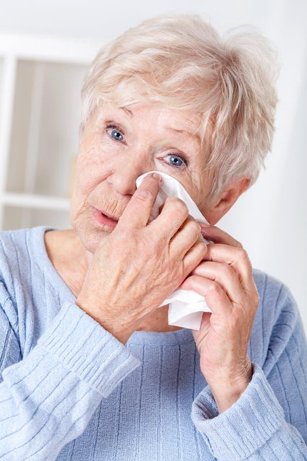 płaczu starszych osob kobieta zdjęcia stock