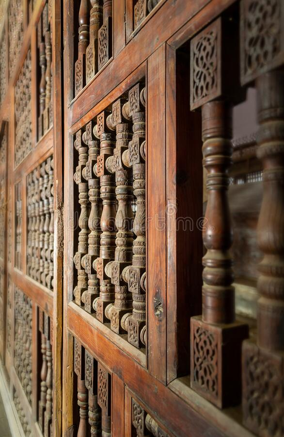 Płaska drewniana ściana ornacyjna - Mashrabiya - opuszczony budynek obrazy stock
