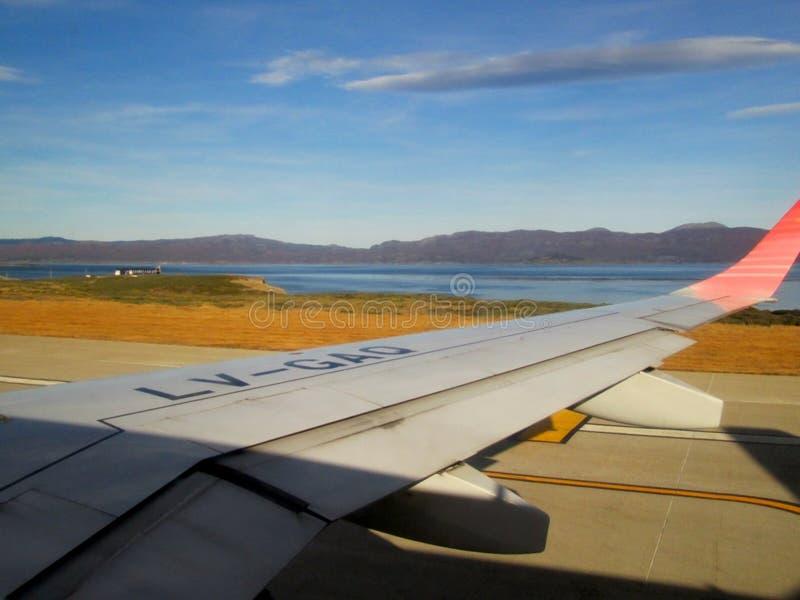 Płaski brać daleko od Malvinas Argentinas lotniska międzynarodowego Ushuaia zdjęcie royalty free