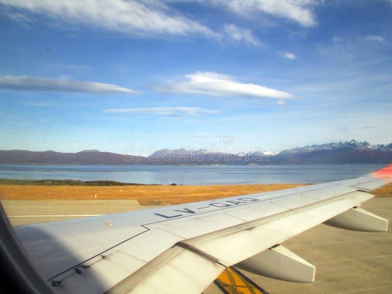 Płaski brać daleko od Malvinas Argentinas lotniska międzynarodowego Ushuaia zdjęcia stock