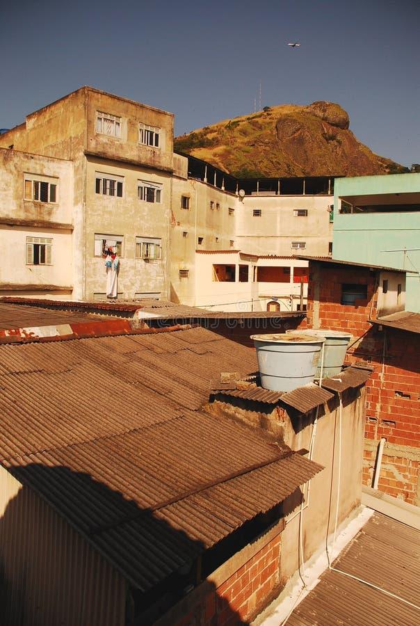 Płaski latanie nad biednym sąsiedztwem w Brazylia obraz royalty free