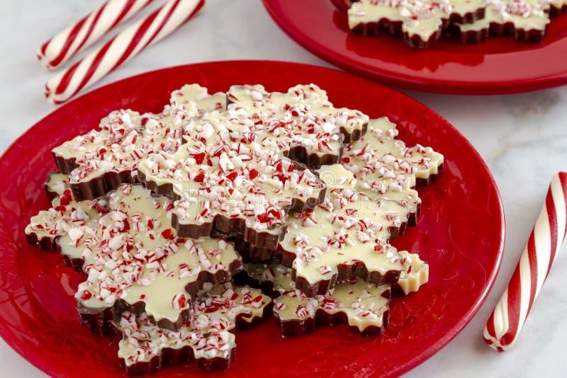 Płatek śniegu kształtujący czekoladowi miętówki barkentyny cukierki obraz stock
