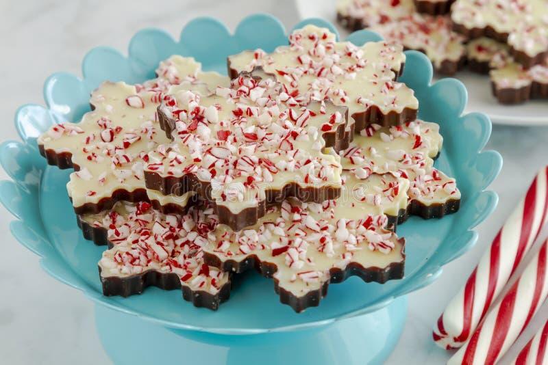 Płatek śniegu kształtujący czekoladowi miętówki barkentyny cukierki zdjęcie royalty free