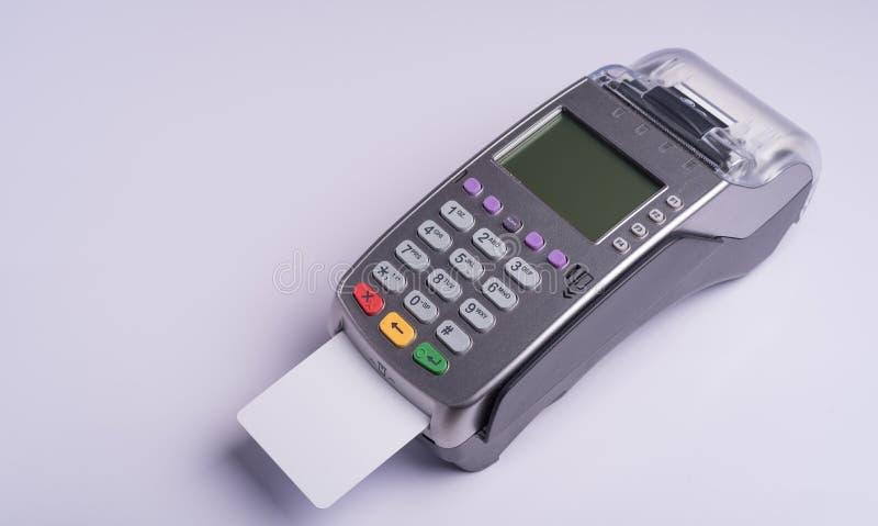 Płatniczy terminal z białej etykietki kredytową kartą zdjęcie stock