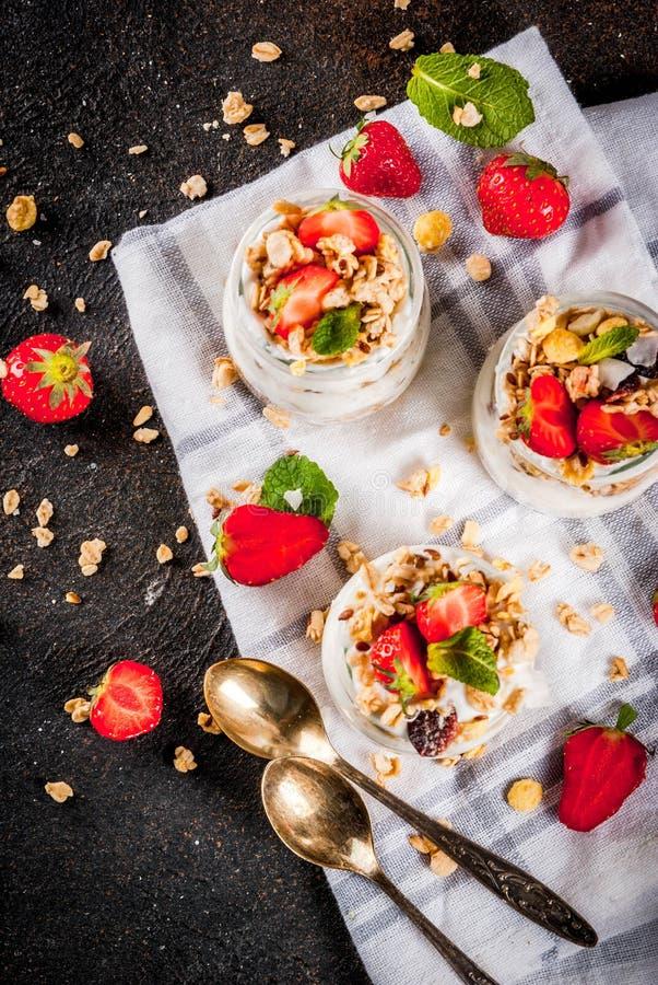Płatowaty truskawkowy deser zdjęcia royalty free