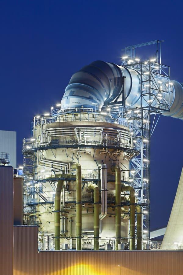 Płomienica gazu desulfurization roślina przy nocą zdjęcia royalty free