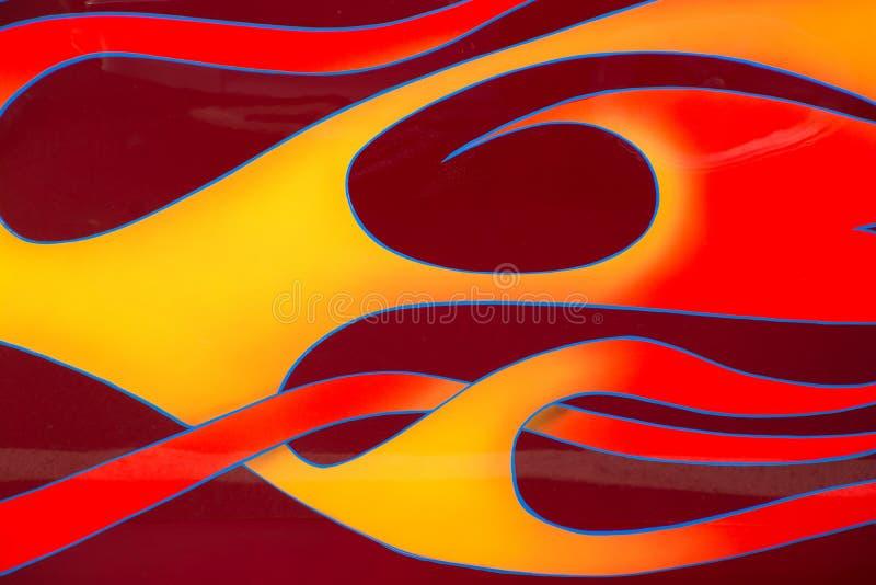 Płomienie na samochodzie przy samochodową wystawą zdjęcia royalty free