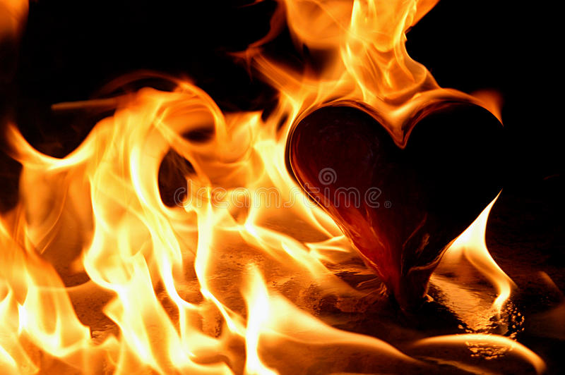 płomienny serce zdjęcia stock