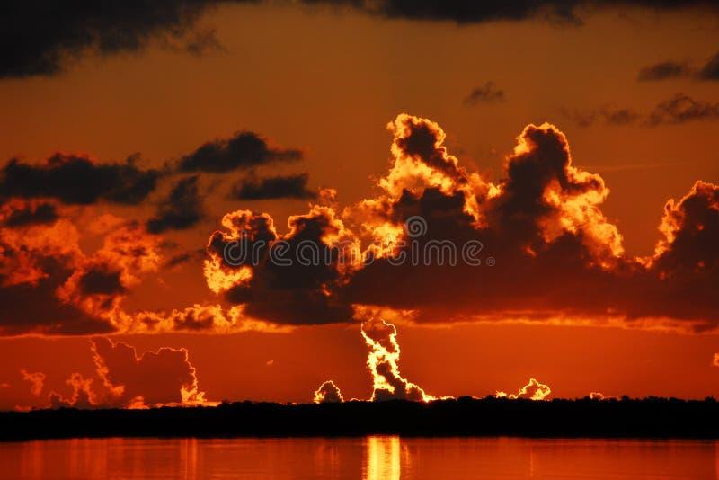 Płonąć horyzont Przez zatokę obrazy royalty free