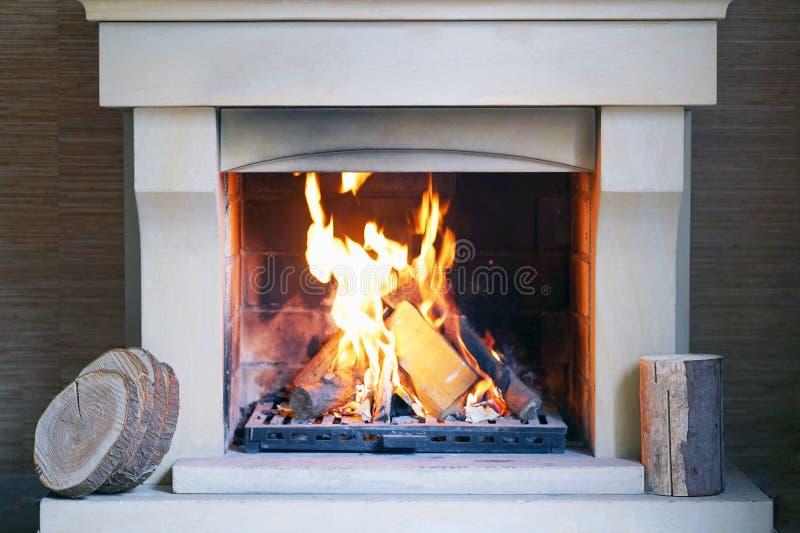 Płonąca graba w zima czasie zdjęcia stock
