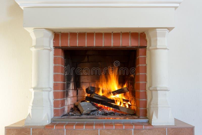 płonąca kominek obrazy royalty free