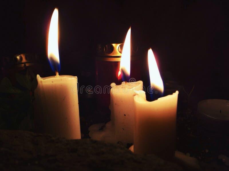 płonące świece obrazy royalty free