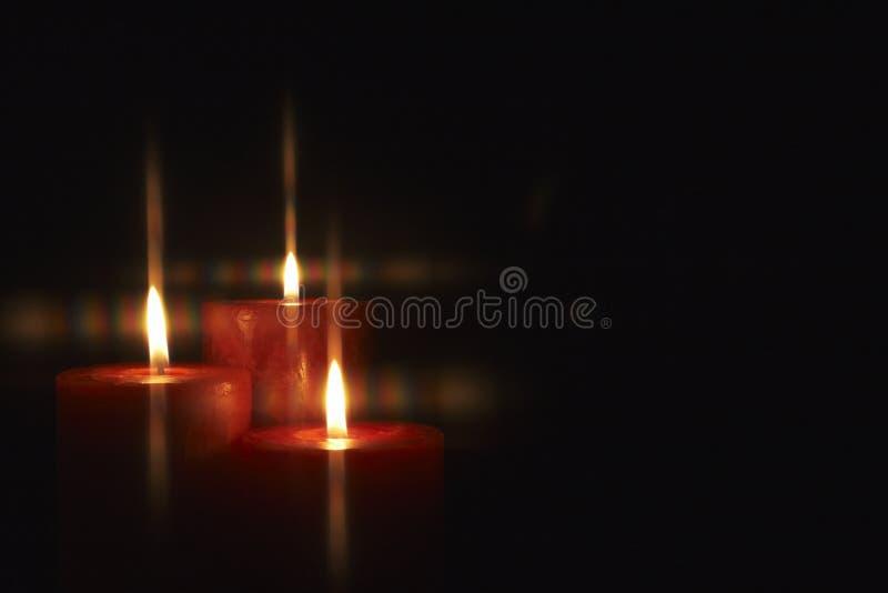 płonące świeczki obrazy royalty free