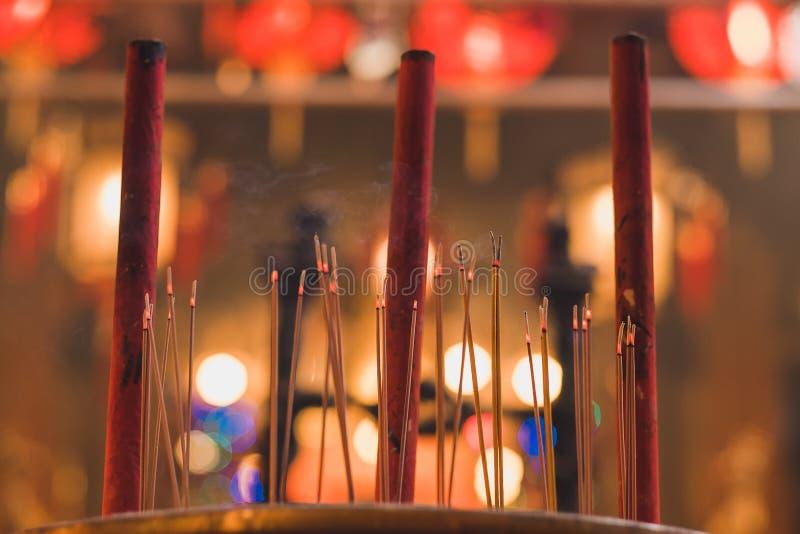 Płonące kadzidłowe zwitki wśrodku mężczyzny Mo świątyni przy Hollywood drogą, Sheung Bladym okręgiem, Hong Kong, punktem zwrotnym obraz stock