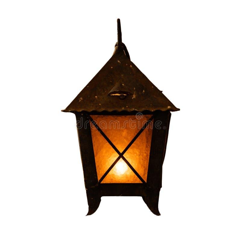 Płonącego starego świeczka rocznika ośniedziały lampion na białym tle fotografia royalty free