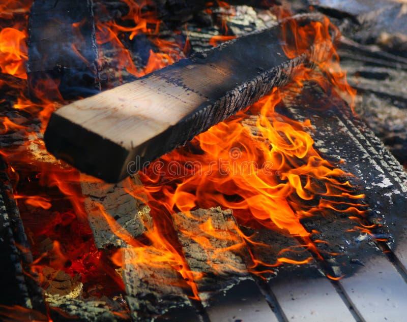 płonący drewna zdjęcie stock