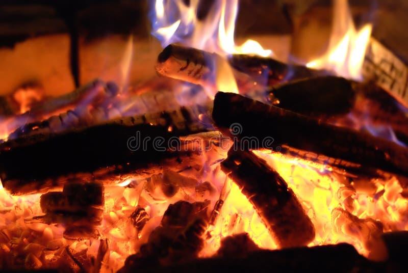 płonący drewno zdjęcia stock