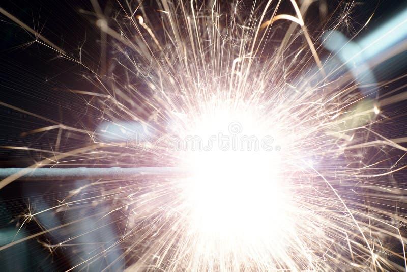 Płonący gwiazdowy miotacz fotografujący w studiu zdjęcia royalty free