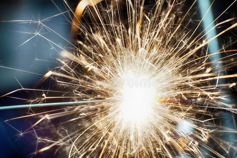 Płonący gwiazdowy miotacz fotografujący w studiu fotografia stock