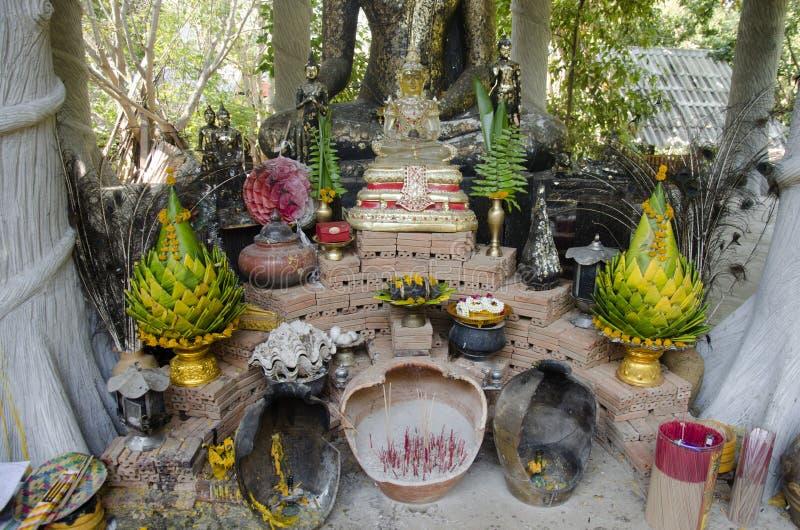 Płonący kadzidło przy joss kija thurible dla lub garnkiem szacuneku i pr obrazy royalty free