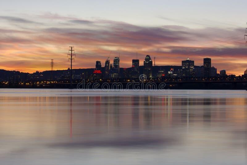 Płonący nieba nad miastem Montreal zdjęcie royalty free