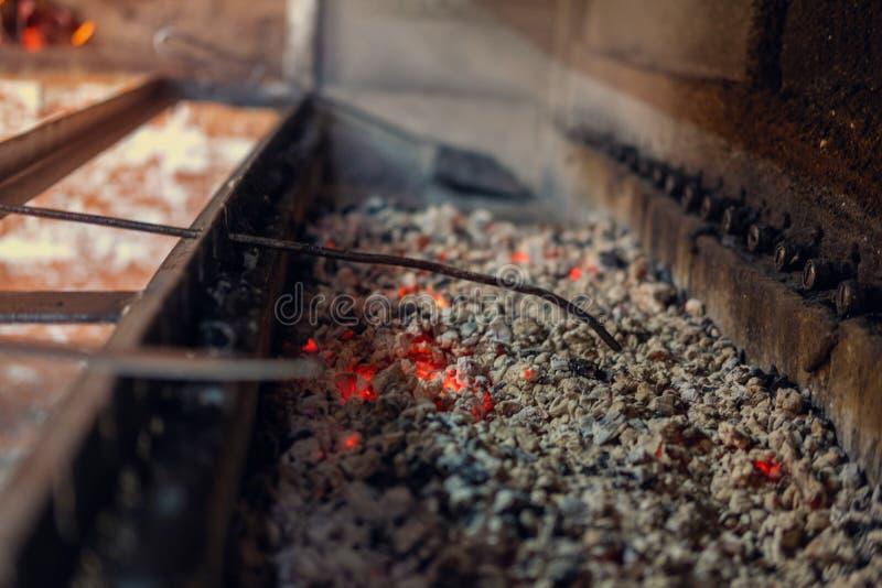 Płonący rozjarzeni węgli kawałki fotografia royalty free